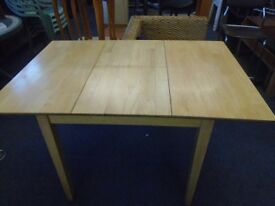 small pine exstending table.