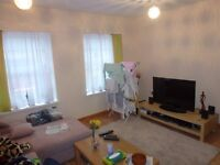 Huge Two Bedroom Flat, Clifton Street. £725 PCM, available 1st APRIL. Fully furnished, all electric!