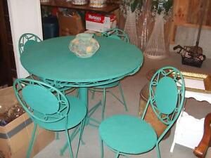 WROUGHT IRON TABLE AND CHAIRS London Ontario image 1