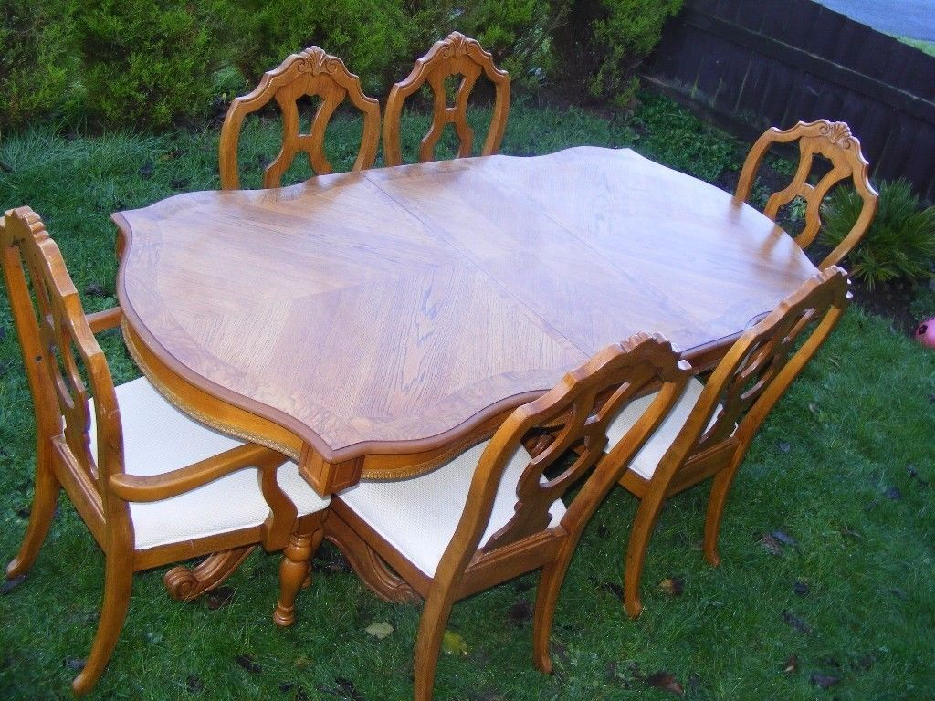 CAN DELIVER - DINING TABLE + 6 CHAIRS IN V.G.C.