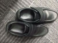 Mens Clarks Size 8 Black Leather Shoes