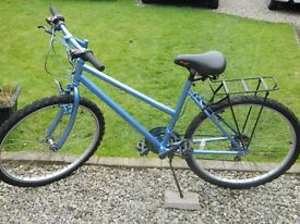 ladies cycle very good condition new inner tubes and tyres brakes are spot on