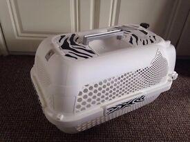 Cat stuff (carrier-litter tray) £18