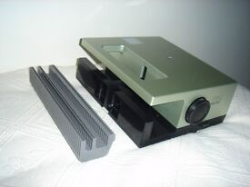 35mm slide projector with cassette for holding slides