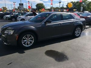 2015 CHRYSLER 300 TOURING - PANORAMIC SUNROOF, LEATHER HEATED SE Windsor Region Ontario image 1