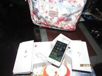 Apple Iphone 5S 16GB Gold unlocked smartphone Boxed Pristine condition