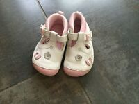 Girls shoes size 3 1/2 g