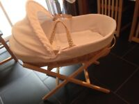 White cotton waffle Clair de Lune Moses basket with stand