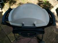 Weber Q 200 gas bbq with portable folding cart