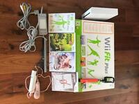 Nintendo Wii with Wii Fit Plus - 1 controller - 4 games - free selfie stick!