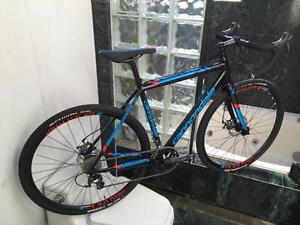 BRAND NEW (SIZE 54cm) CANNONDALE CAADX CYCLOSCROSS BIKE