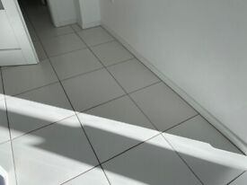 37 White floor tiles 400mmx400mm