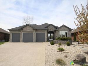 $549,900 - Bungalow for sale in Camlachie