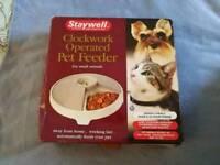 Clockwork operated pet feeder