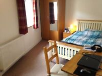 Furnished double room available in Eastville opposite the park