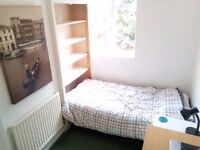 Bright single room in Tooting. Short let. All included.