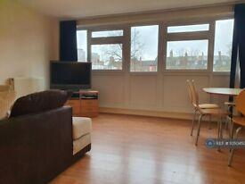 3 bedroom flat in Whitton Walk, London, E3 (3 bed) (#1050450)