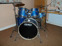 Drum Kit Mapex- 5 drums; 2 cymbals;stool;music stand