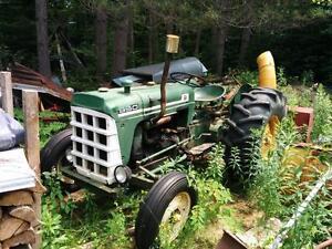 Tracteur à essence Oliver 550 (+ souffleuse et charrue) -- NÉGO