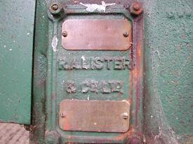LISTER STATIONARY ENGINE --- VINTAGE