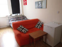 £230 / w - Spacious mezzanine studio flat on Sinclair Road