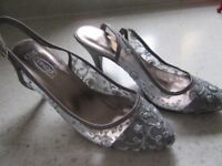 SILVER SLING BACK SANDALS HEELS EMBROIDERED SEQUINED SIZE 5