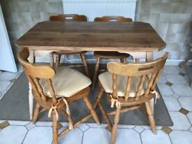 Kitchen Table+4 chairs with cushions