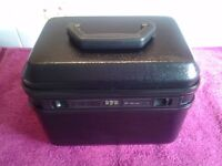 Statesman Travel Vanity Case In Excellent Condition