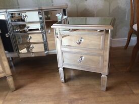 NEW BOXED VENETIAN MIRRORED SIDE TABLE/BEDSIDE. SILVER OR CHAMPAGNE EDGE.