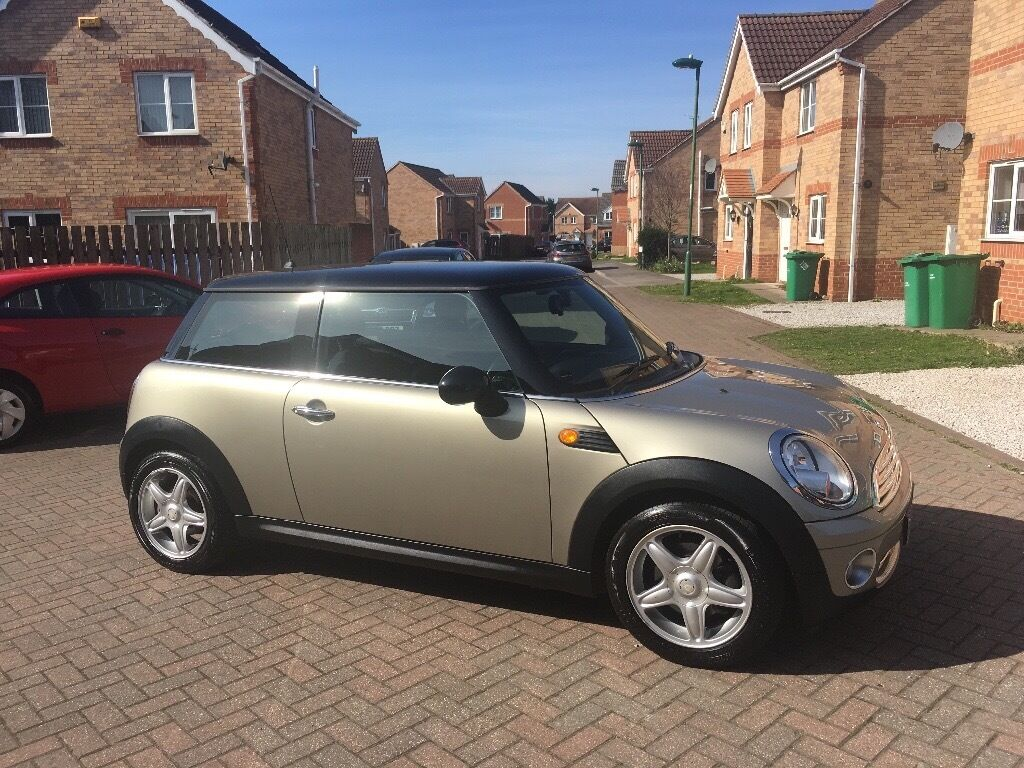 MINI COOPER 1.6, MILEAGE 48000, FULL SERVICE HISTORY, LEATHER, ONE PREVIOUS OWNER
