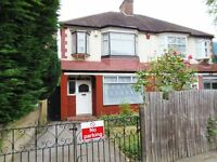 3 Bedroom fully furnished semi-detached house with Private Parking in Hither Green
