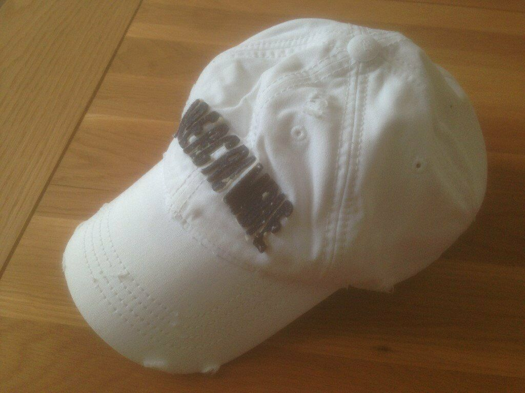 0dd2ee89099ff Abercrombie   Fitch Men s White Logo Twill Baseball Cap (Large) (never  worn) JUST REDUCED