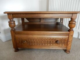 Ercol Elm Warwick 929 Occasional Table/Corner TV Stand With Drop Leaf . Excellent condition