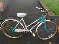 Ladies 3 speed hybrid town / city bike with pannier £70