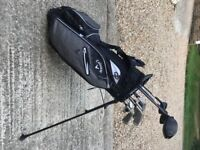 A LOVELY SET OF CLEVELAND LADIES GOLF CLUBS. INCLUDES BAG, WOODS, HYBRID, IRONS & PUTTER