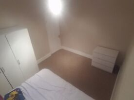 Large double bedroom in hounslow fully furnished newly decorated £550 inclu