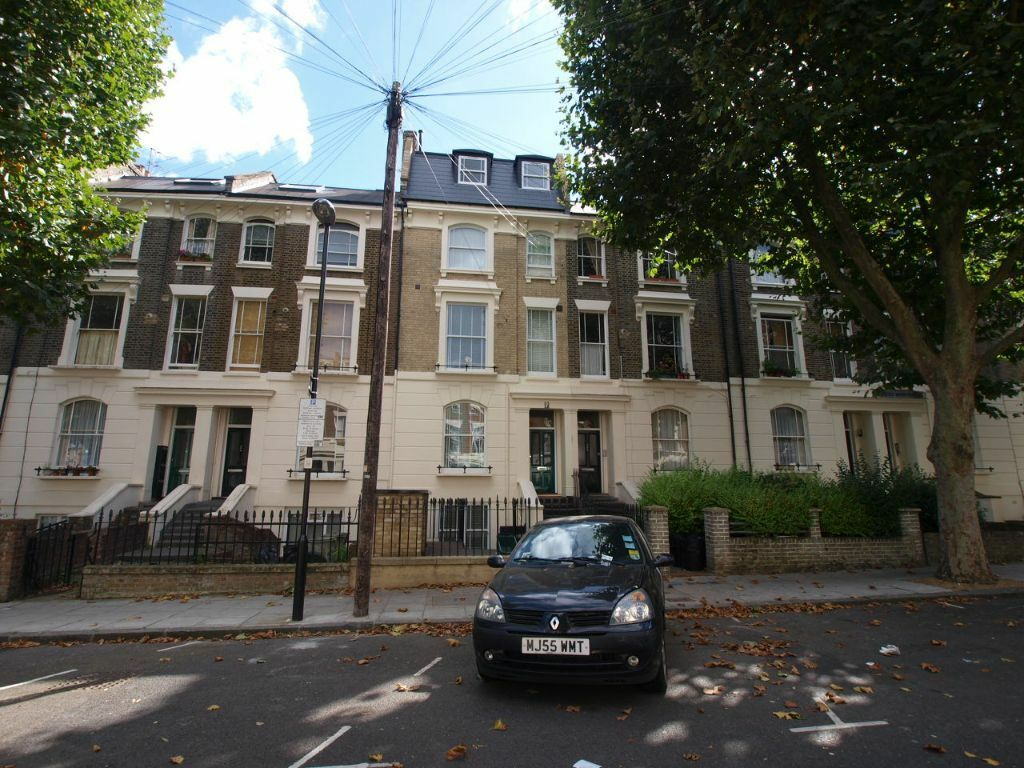 An incredible 2 double bedroom flat on a beautiful and quiet road with easy access to tube station