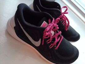 Nike Performance Free 5.0 Trainers, Black. Size 5.