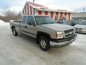 Chevrolet Silverado 1500 4x4 BOÎTE 8' ** TRÈS BAS KM **