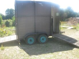 DOUBLE FRONT AND REAR HORSE TRAILER