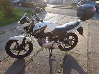 Yamaha YBR 125cc and Yamaha TopBox