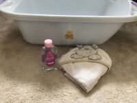 Baby bath with bath oil And baby towel