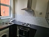 2 Bedroom Newly Renovated flat with parking - Seymour Grove