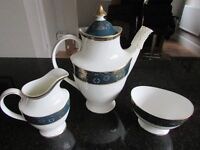 Royal Doulton Carlyle 5081 Dinner Service 1st quality. It would make a superb Wedding Present.