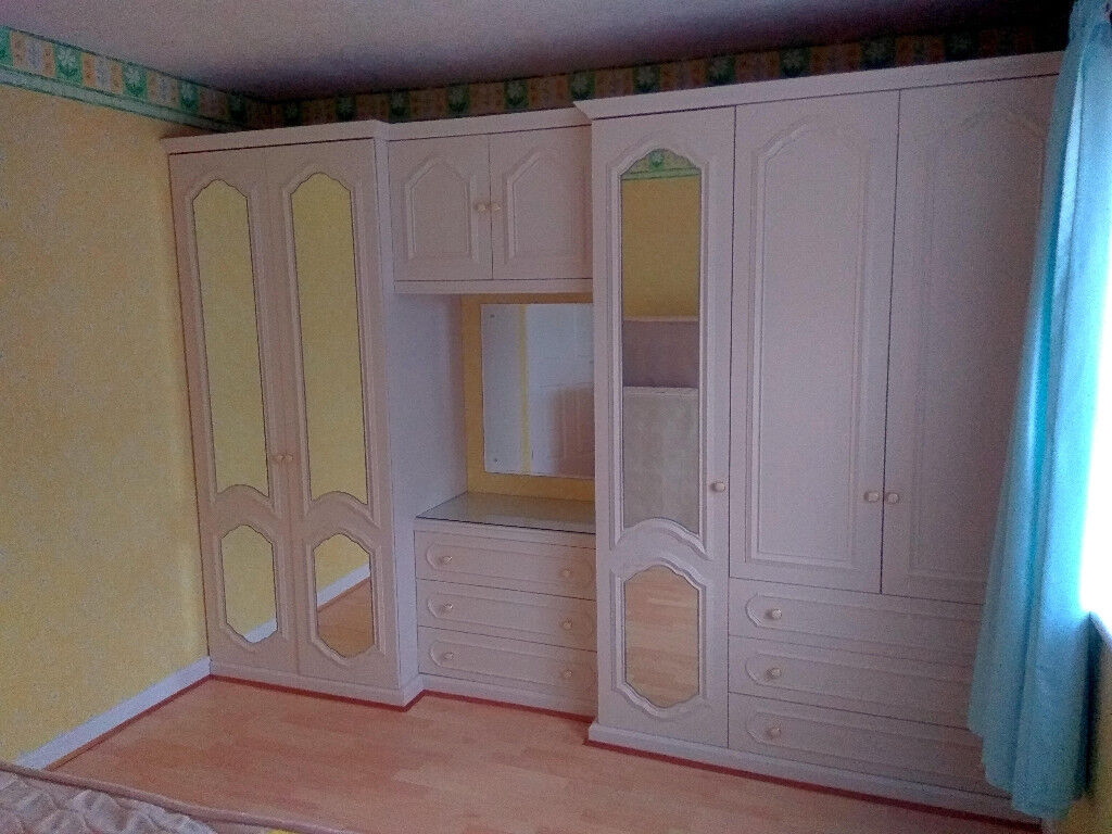 Fitted wardrobe s and drawers.
