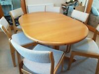 immaculate solid Oak extending dining table and 6 upholstered chairs