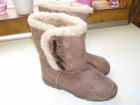 New Ladies Boots size 7