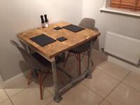Industrial wood and scaffold table extending from 2 to 4 seater