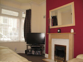 2 BED HOUSE - BATHROOM UPSTAIRS - AIRE STREET - NICE CONDITION