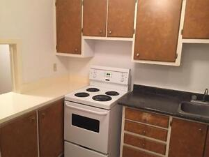 10 LAWRENCE - GREAT VALUE AND LOCATION - FREE MONTH RENT!!!